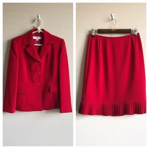Le Suit Red Jacket/Skirt Set 4P Like new